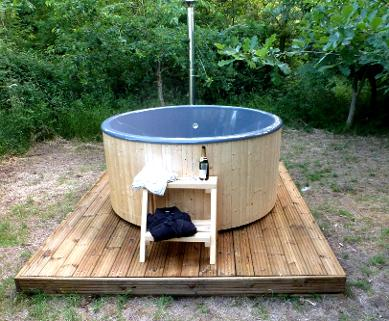 Glamping with a hot tub in Somerset at Woodland Escape